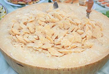 How to cut Parmigiano Reggiano